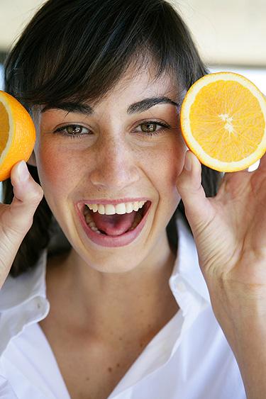 Frutas cítricas ajudam no emagrecimento da mulher