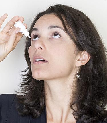 Reação alérgica à maquiagem nos olhos