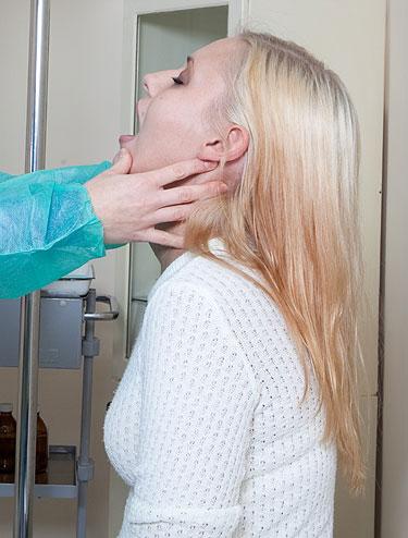 Câncer de tireóide mulher exame