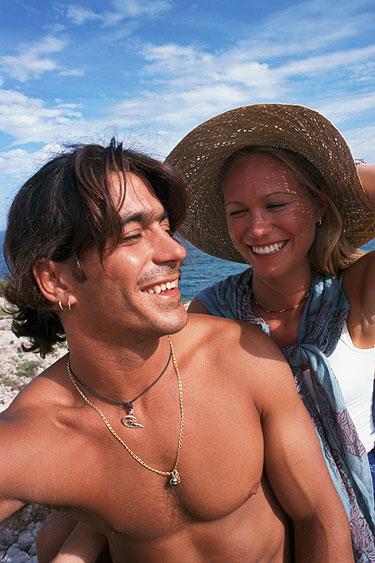 Casar e namorar diminuem os hormônios do estresse